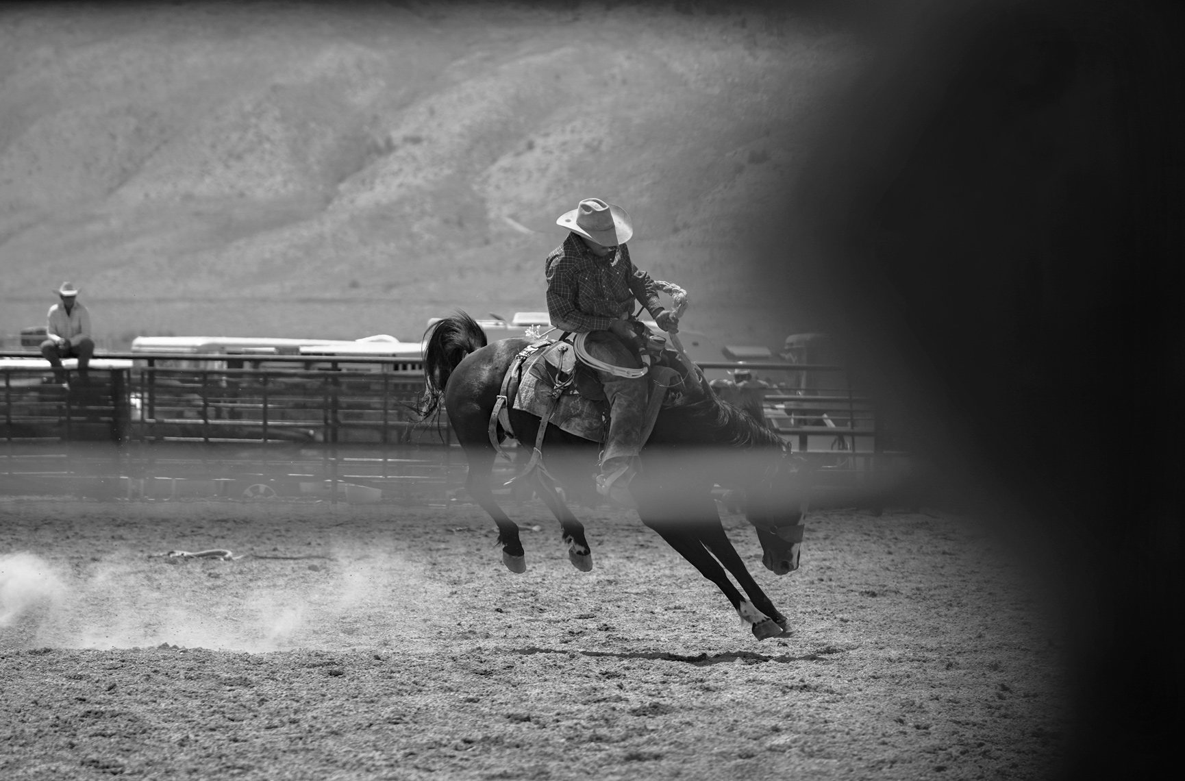 Roadtripping_BridgeportRodeo_BuckWithForeground_BroncRider04_Action_Personal_Retouched_Web
