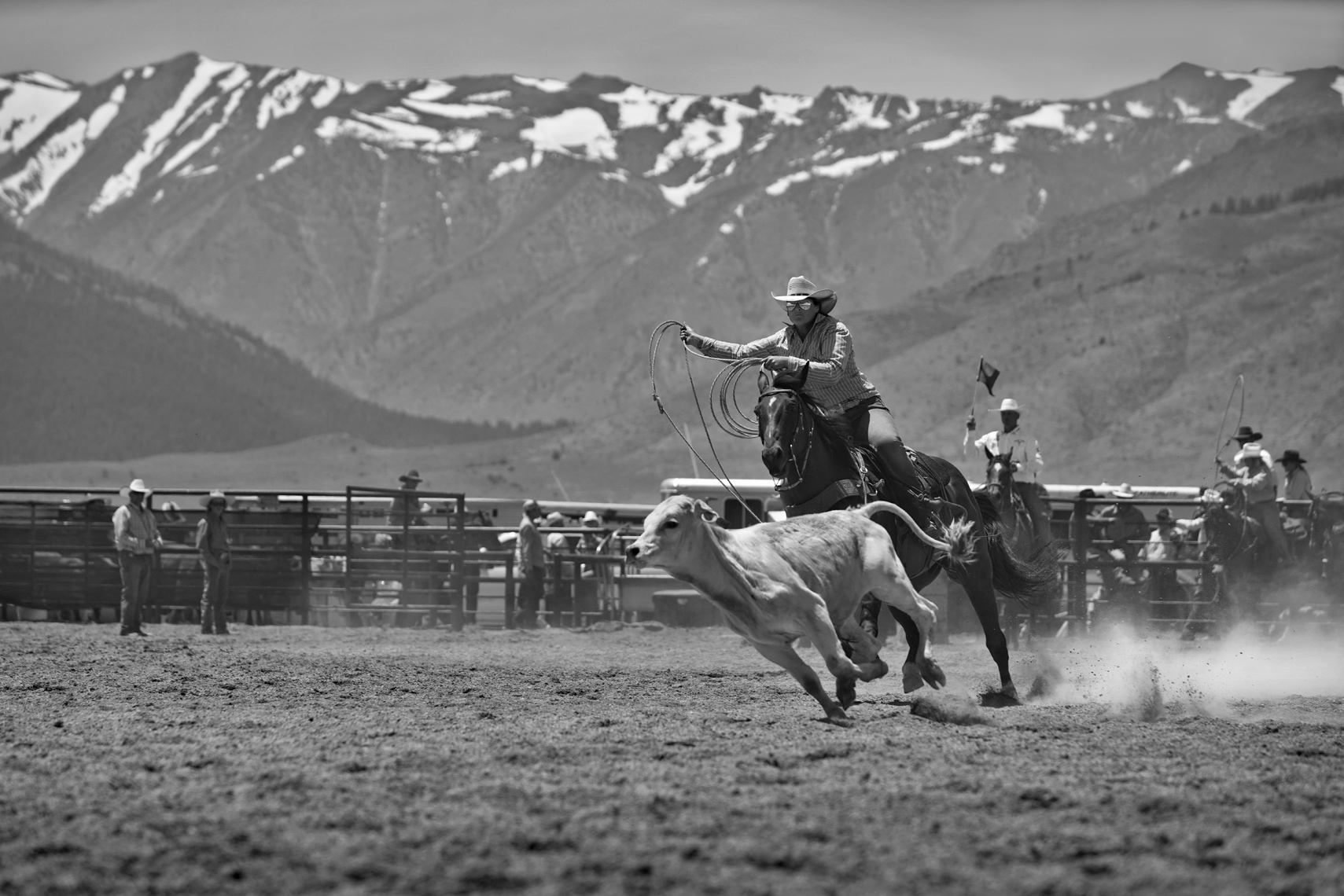 Roadtripping_BridgeportRodeo_CowgirlsCalfRoping03_Action_Personal_Retouched_Web