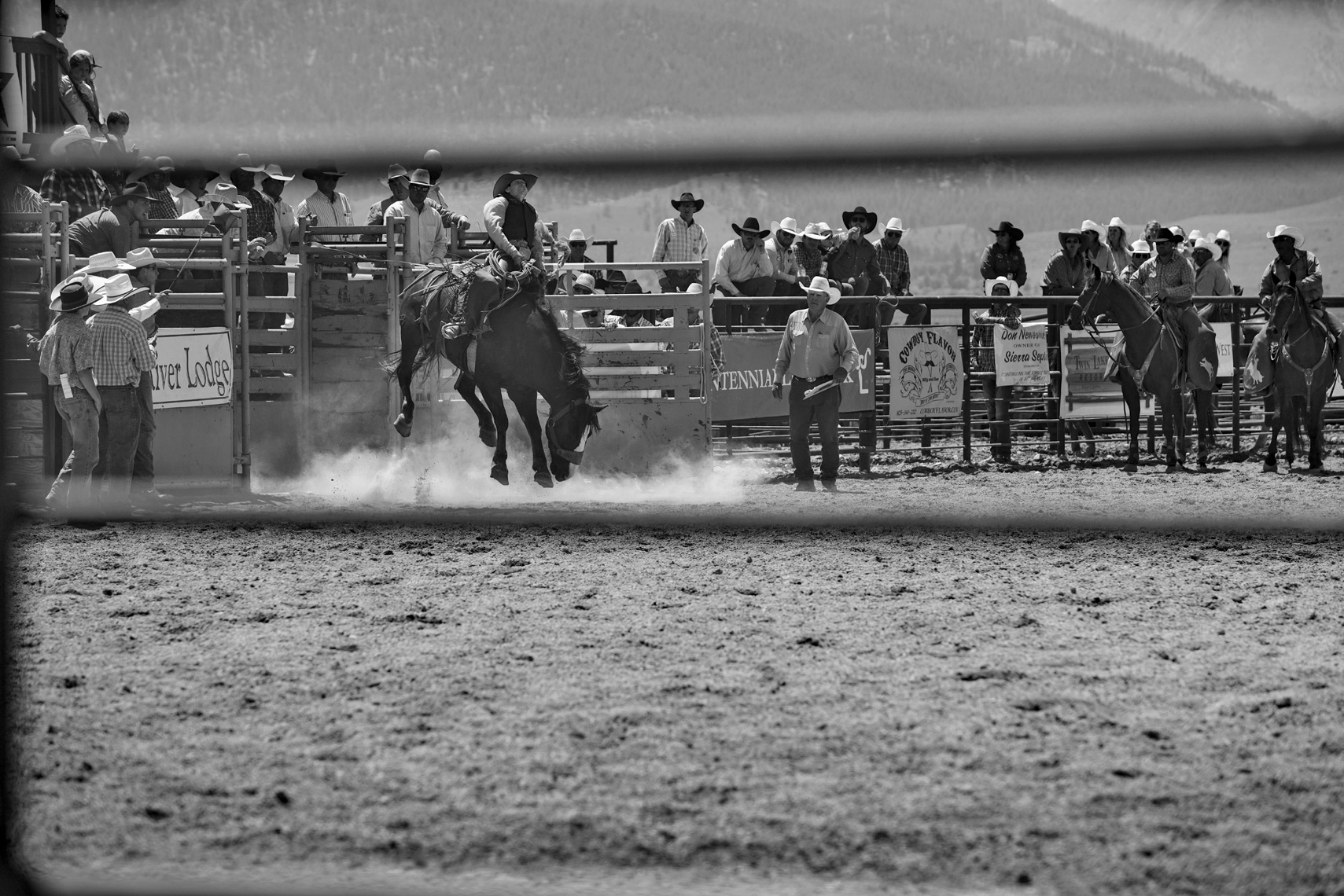 Roadtripping_BridgeportRodeo_DustyOutTheGate_BroncRider01_Action_Personal_Retouched_Web