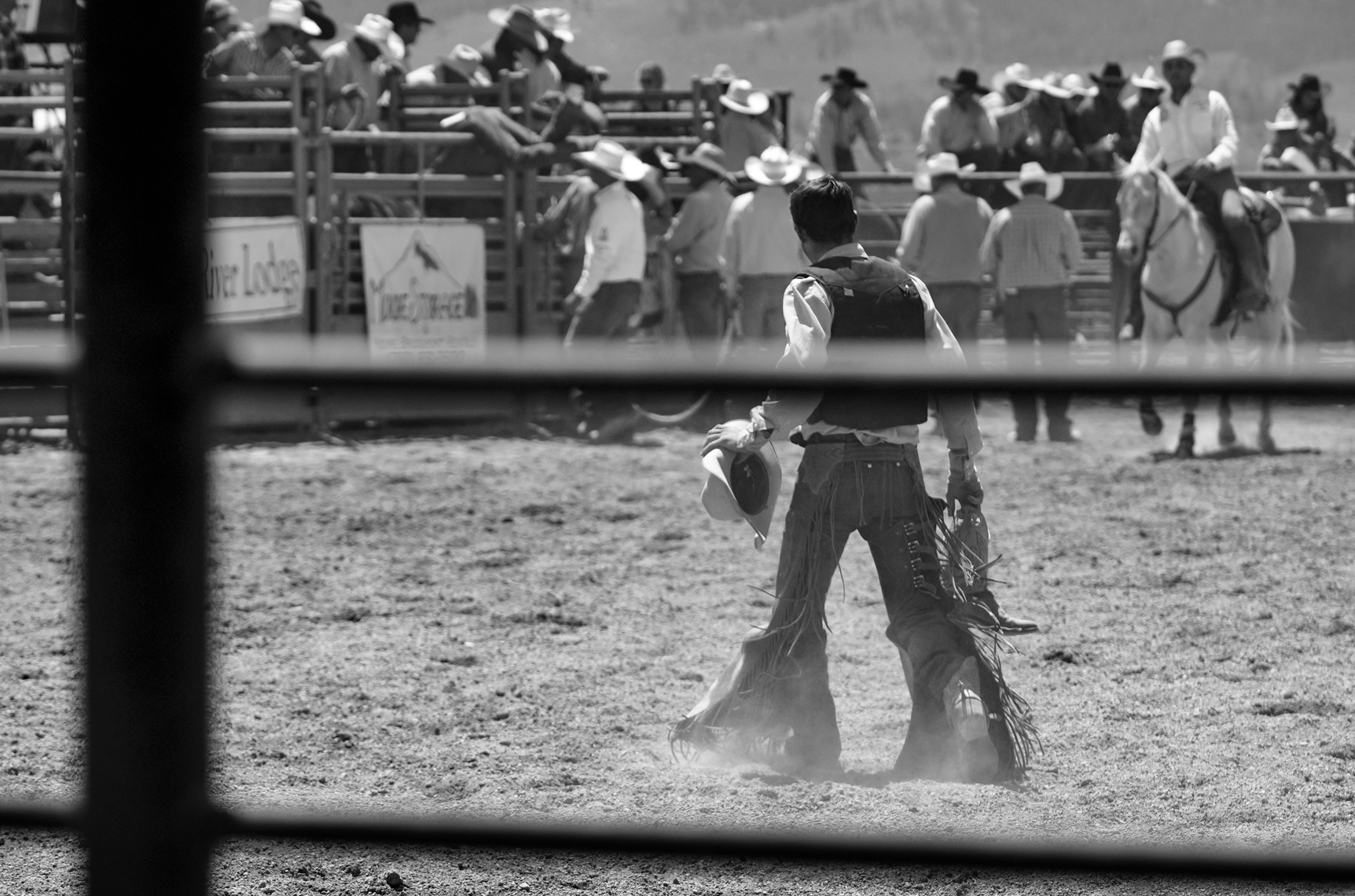 Roadtripping_BridgeportRodeo_WalkingItOff_BroncRider02_Action_Personal_Retouched_Web