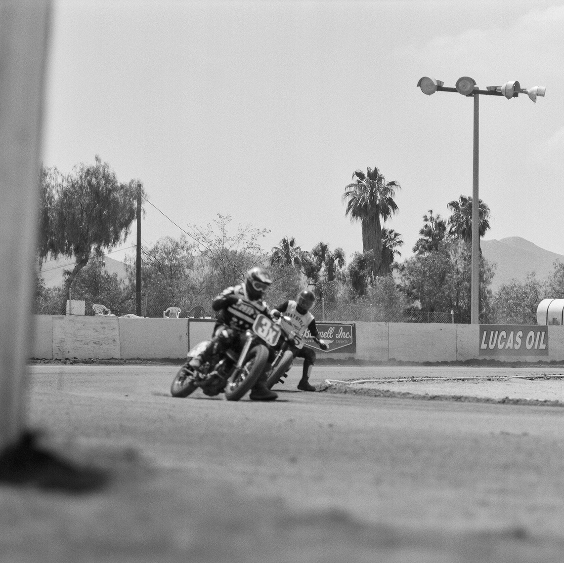 VintageMoto.FlatTrack13_BattlingItOut_Action_Retouched_Web